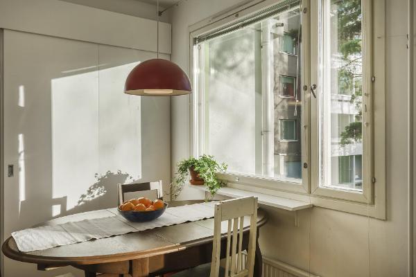 Keittiössä tilaa suuremmallekin pöydälle