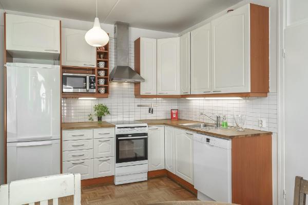 Vaaleasävyinen keittiö