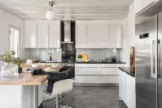 Tyylikkäästi remontoitu keittiö