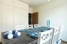 Makuuhuone soveltuu myös ruokailuhuoneeksi.