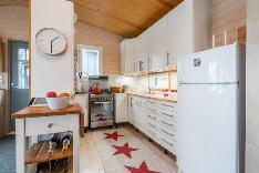 Uuden talon keittiö