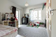 Makuuhuoneen yhteydessä on ranskalainen parveke.