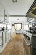 Keittiössä on tilaa myös arkipöydälle