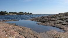 Saaren moni-ilmeistä rantaa
