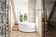 Kylpyosasto on tyylikäs ja rauhallista beigeä värimaailmaa.