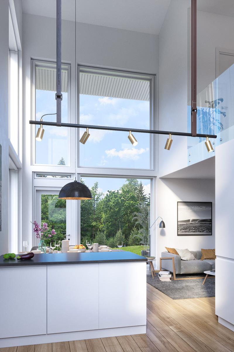 Suuret ikkunat luovat valoisuutta taloon. title=