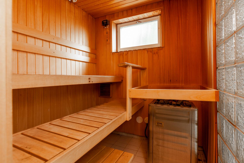 Ikkunallinen sauna title=