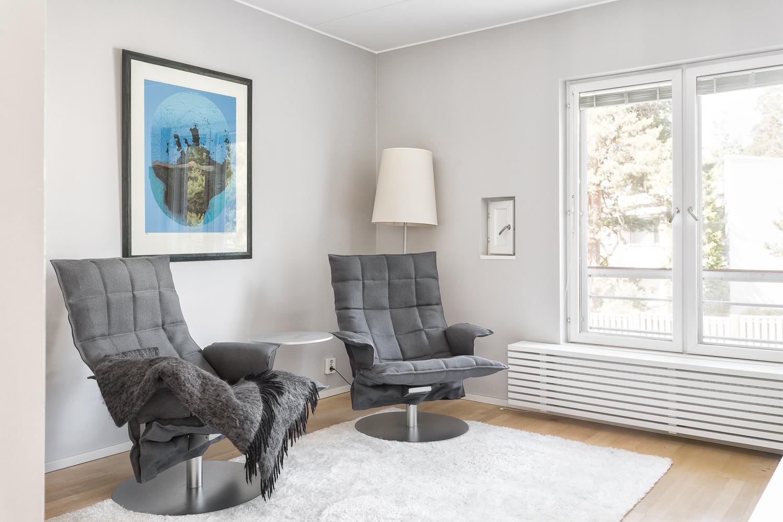 Yläkerran master bedroom joka nyt tv huoneena. title=