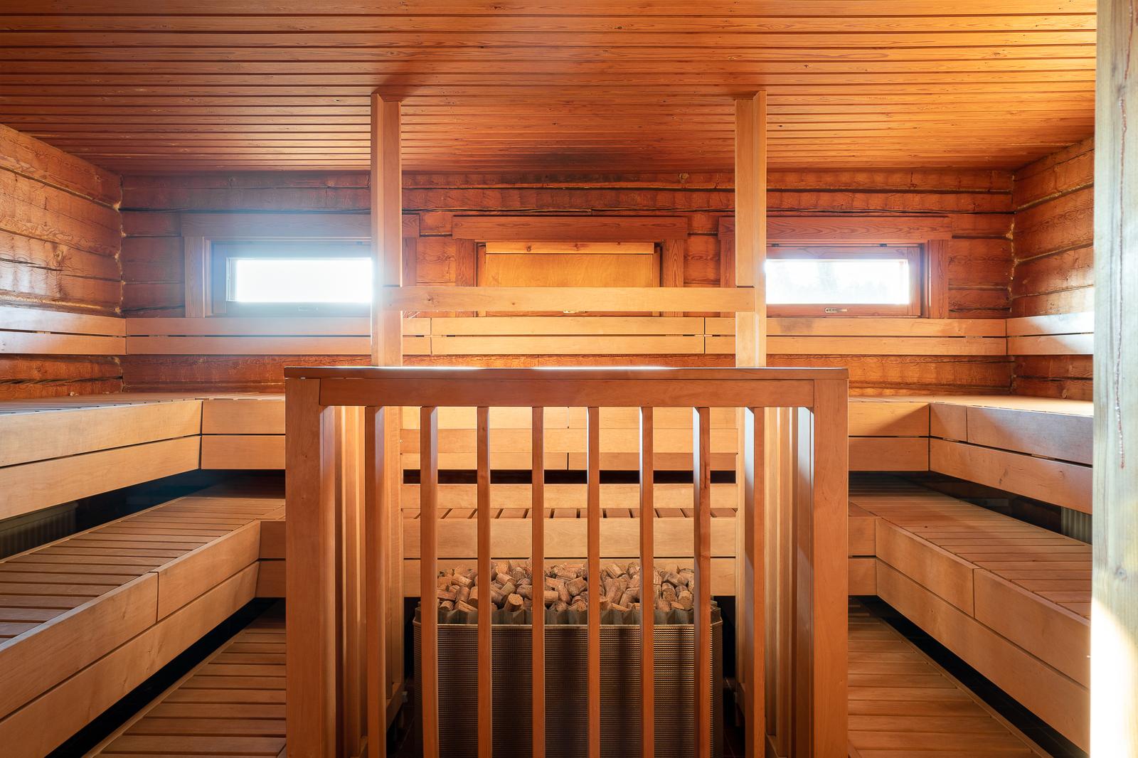 Päärakennuksen viereinen sauna title=