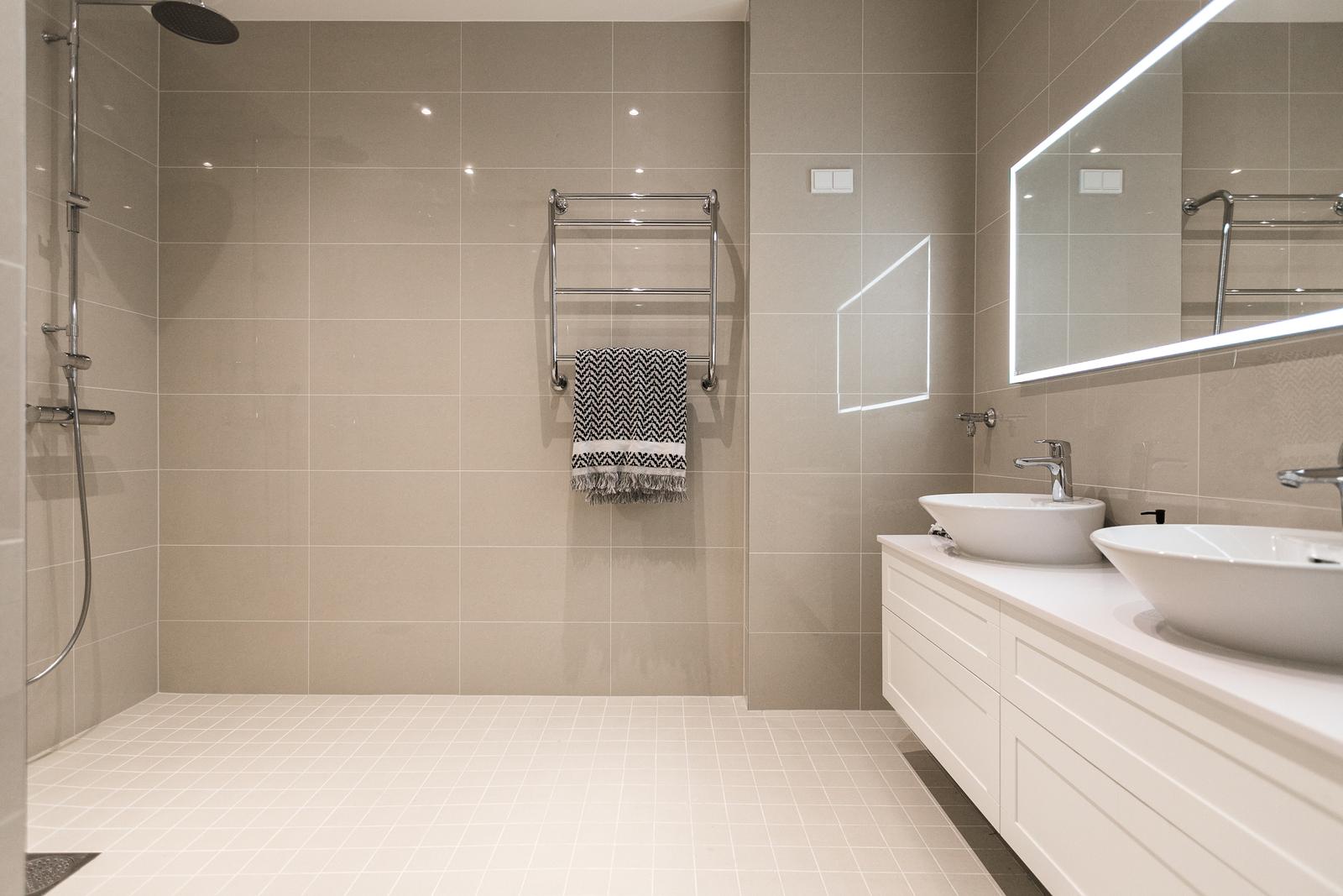 Tilava, upea kylpyhuone koki muodonmuutoksen linjasaneerauksessa. title=