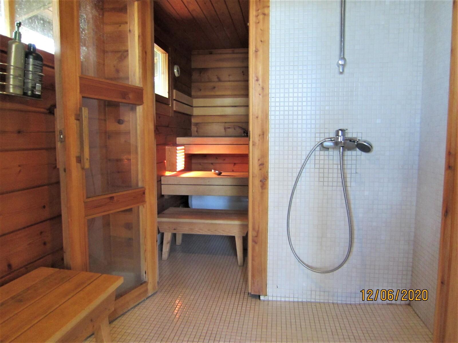 Sauna ja suihkutilat (lattialämmityksellä) title=