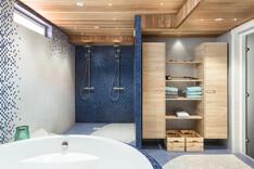 Kellarikerroksen saunatiloissa on myös poreamme sekä kaksi suihkua.