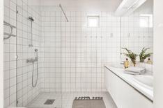 Päämakuuhuoneen yhteydessä oleva kylpyhuone