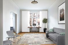 Huone soveltuu hyvin myös työ-tai vierashuoneeksi, kuten virtuaalistailatussa kuvassa.