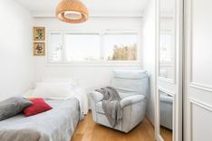 Sisääntulokerroksen isompi makuuhuone