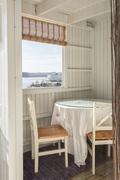 Kattoterassilla on tehty suojaisa tila ruokailuun
