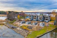 Rakennustyöt edistyvät suunnitellusti ja talot ovat nousseet jo korkeuteensa