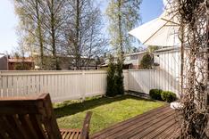 Pihalla on tilaa myös pienelle puutarhalle.