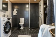 Tilava ja tyylikäs kylpyhyuone
