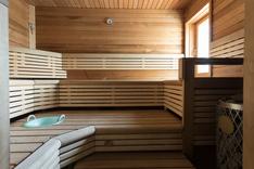 Upea ikkunallinen sauna.