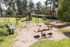 Pihalla on lapsilla tilaa leikkimiseen