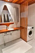 Pesuhuoneessa on tilaa pesutornille ja pyykin kuivaukseen