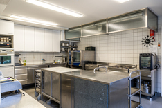 Pärakennuksen keittiö