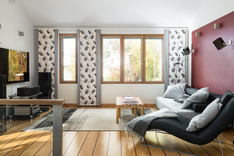 Yläkerran olohuone tarjoaa lisätilaa leppoisaan oleskeluun.