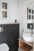 WC:t ovat tyylikkäästi laatoitettuja  ja laadukkaasti varustettuja.