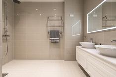 Tilava, upea kylpyhuone koki muodonmuutoksen linjasaneerauksessa.