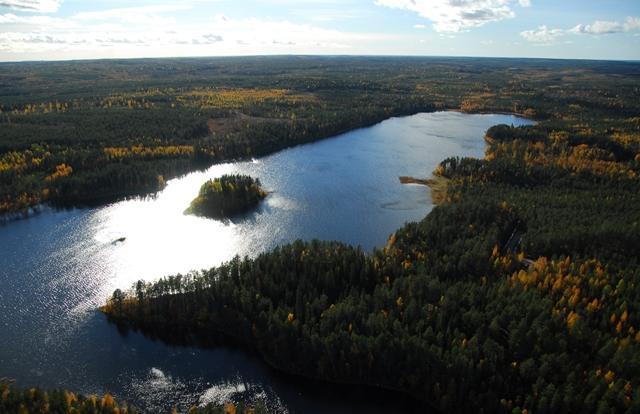 Vihajärvi, etualalla Hepolahti, saaren takana kortteli 5