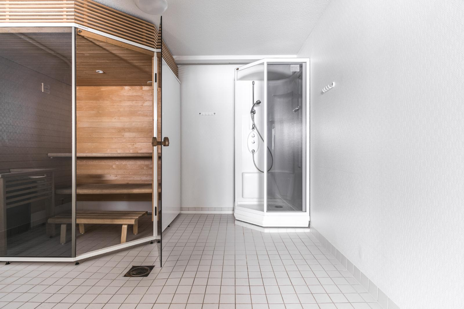 Pesuhuone ja sauna title=