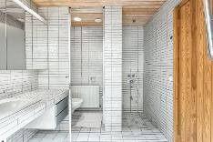 Saunan suihkutila ja erillinen wc