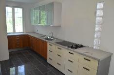 Keittiössä on paljon säilytystilaa ja odottaa vielä remontin viimeistelyä