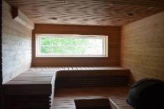 Pohjakerroksen juuri uusittu sauna